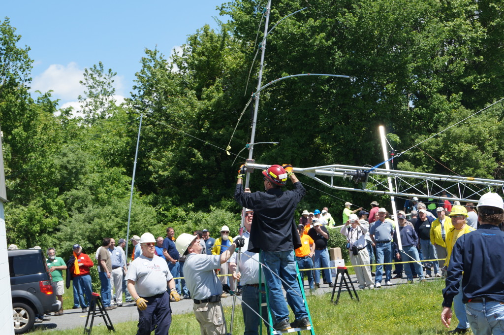 Mounting the antenna to the mast (K6ND photo)
